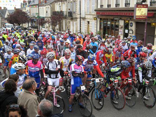 Départ du Tour Nivernais-Morvan à La Charité le 20 juin 2010