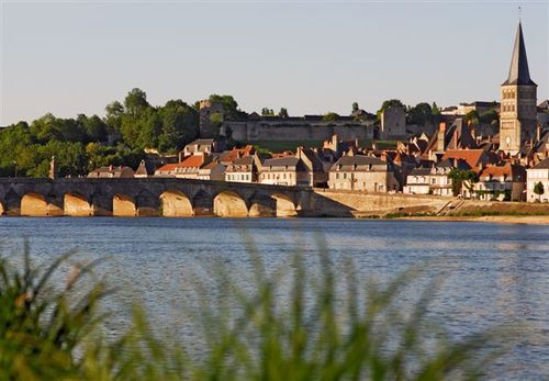 Le pont sur la Loire et la ville