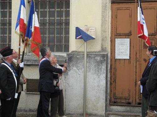 Dévoilement de la plaque commémorative du bombardement du 21 mai 1940